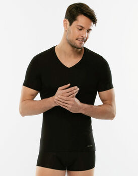 T-Shirt Invisible Cotton nera in cotone elasticizzato con scollo a V-LOVABLE